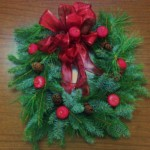 beverly-anderson-wreath-decorating